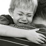 اگر مادر همکلاسی فرزند شما فوت کند چه باید و نبایدهایی پیشروی شماست؟