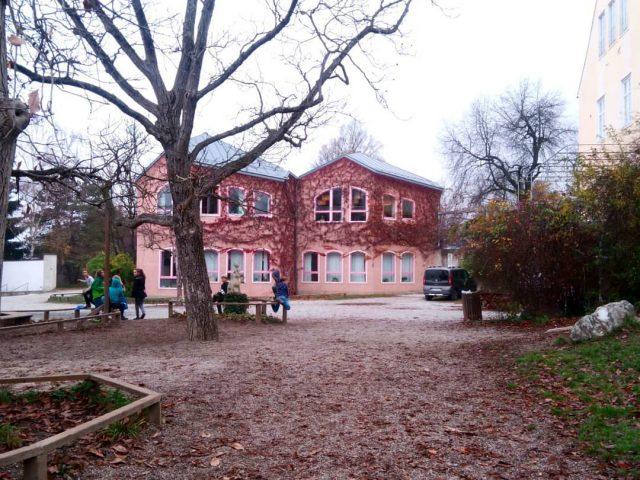 در یک مدرسه والدرف در اتریش چه میگذرد؟